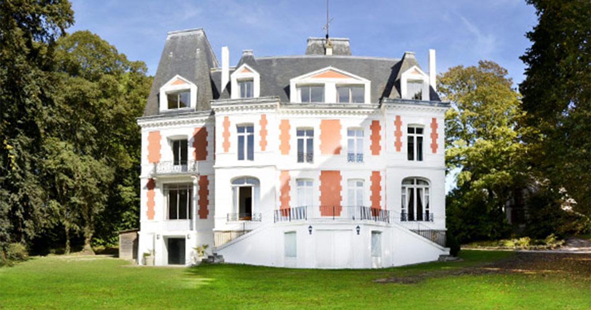 Ch teau des foug res deauville trouville contact et acc s for Piscine chateau d eau reims