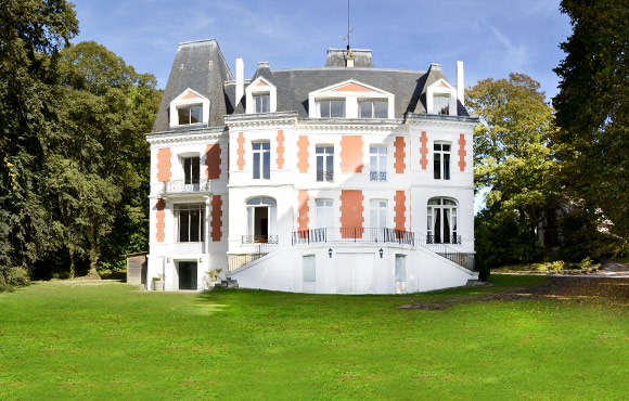 Ch teau des foug res location de ch teau deauville for Piscine chateau d eau reims